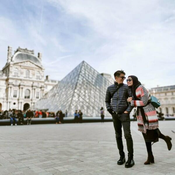 Bertahun-tahun Menikah, 10 Pasang Seleb Mesranya Bak Pengantin Baru