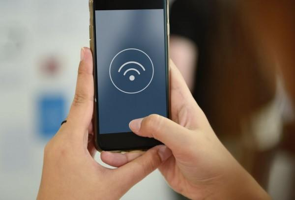 Tip Transaksi Aman di Perbankan Digital: Jangan Pakai WiFi!