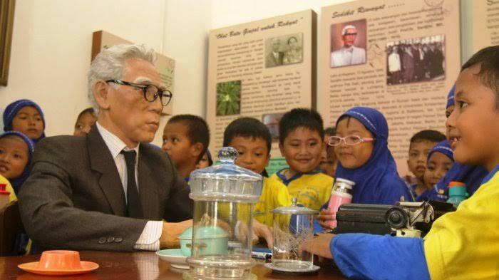 Mengenang Jasa Sardjito, Rektor Pertama UGM Pembuat Biskuit Bagi Pejuang Kemerdekaan!