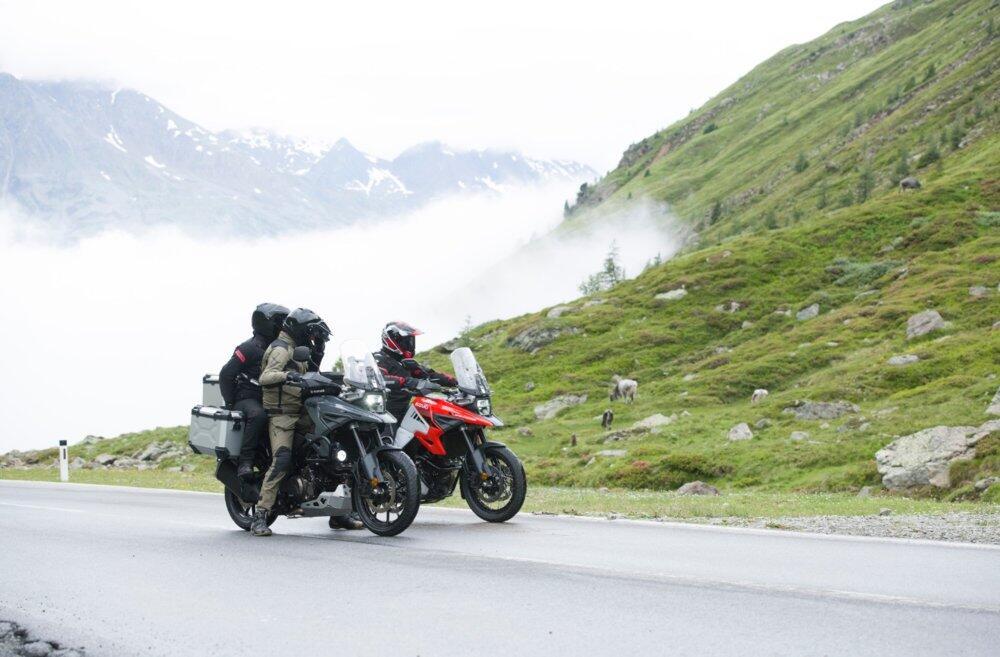 Suzuki Suka Bikin Motor Aneh? Motor Adventure Ini Enggak, Pakai Mesin V-Twin Pula