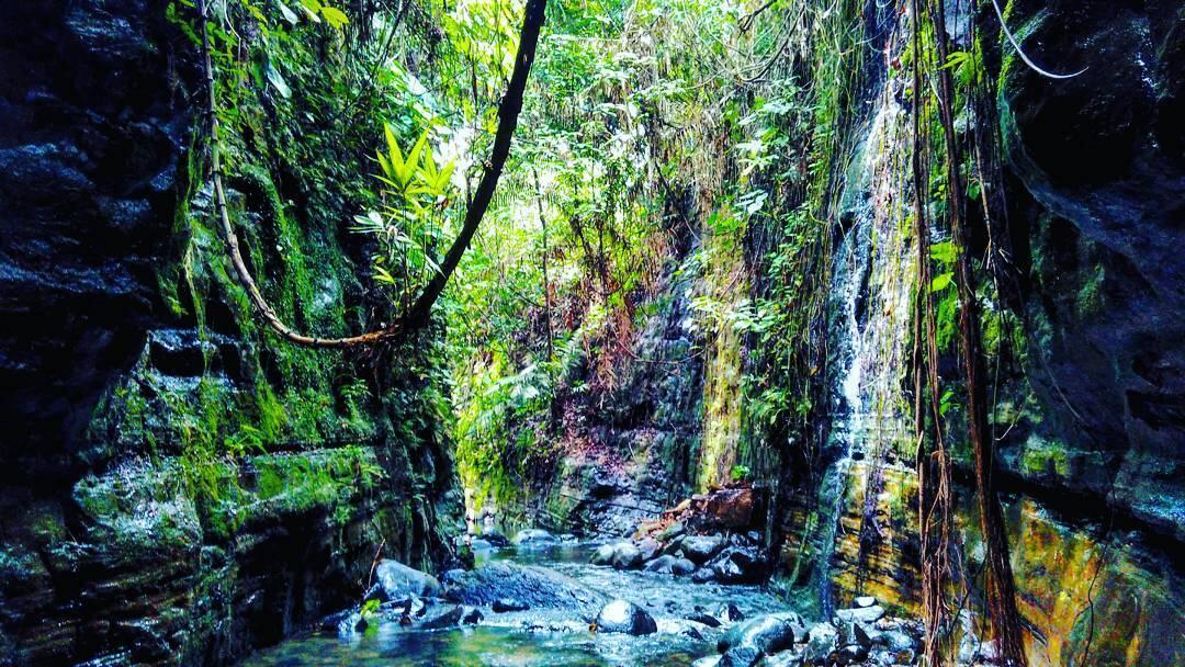 2 Surga di Carita, Curug Gendang & Little Grand Canyon Curug Putri