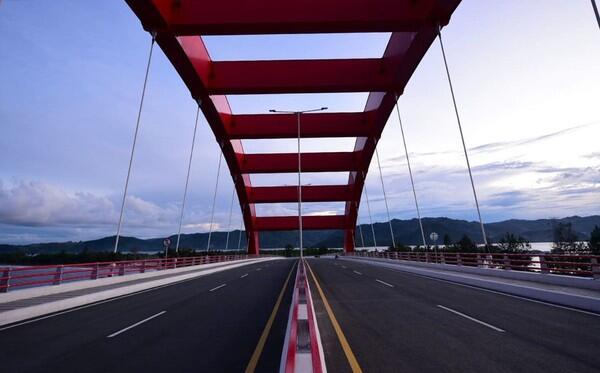 Satu Tewas, Viral 'Spiderman' Panjat Jembatan yang Diresmikan Jokowi