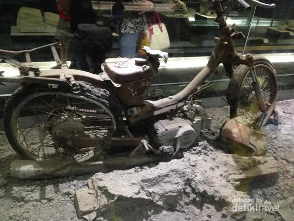 Mengagumi Dan Belajar Tentang Indonesia Di Museum Geologi