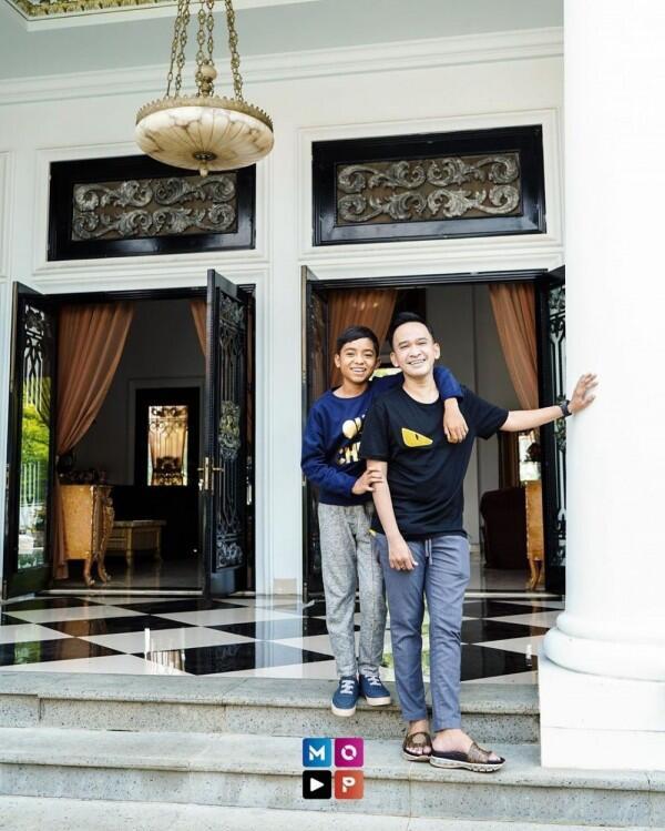 5 Artis yang Dekat Banget dengan Anak Tirinya, Bak Kakak Adik