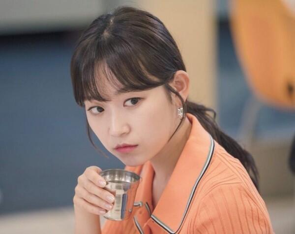 "10 Potret Terbaru Kim Seul Gi di Drama ""Love With Flaws"", Imut!"