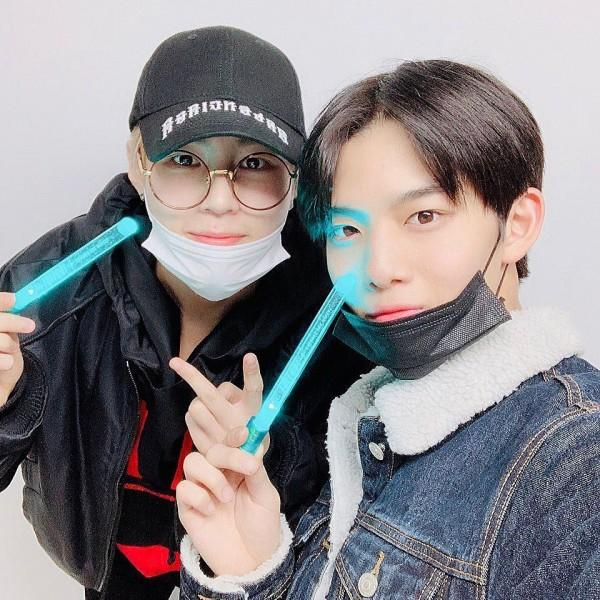 Bikin Haru, 9 Momen Temu Kangen Ha Sungwoon dengan Member Wanna One