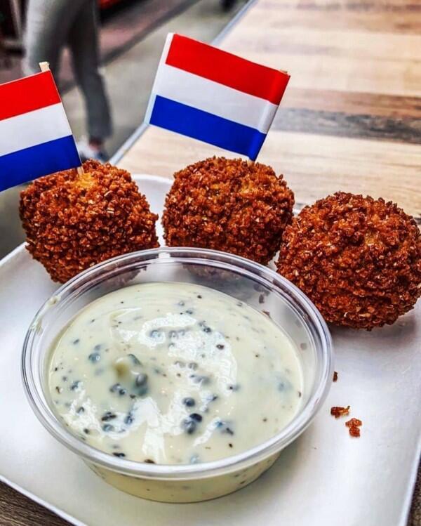 10 Makanan Bulat dari Berbagai Negara yang Bikin Nagih