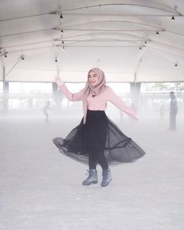 10 Tampilan OOTD YouTuber Irlita Almaida, Gak Ngebosenin!