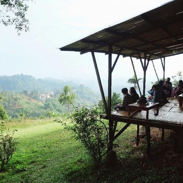 10 Tempat Makan di Dago dengan Pemandangan Super Keren, ke Sini Yuk!