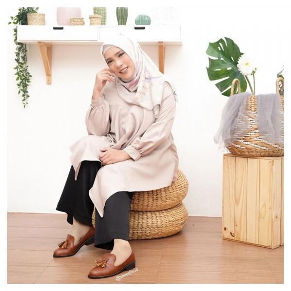 9 Potret Fitri Tropica yang Kian Anggun dalam Balutan Hijab