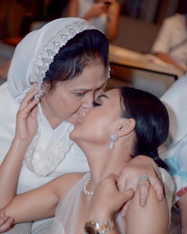 Sama-sama Awet Muda, 10 Potret Kedekatan Yuni Shara dan Sang Ibu!