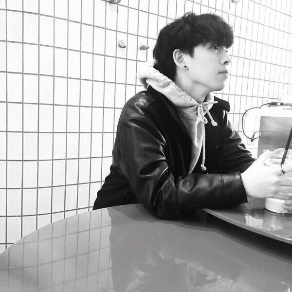 9 Potret Terbaru Junhyeok, Mantan Member Day6 yang Kini Berkarier Solo