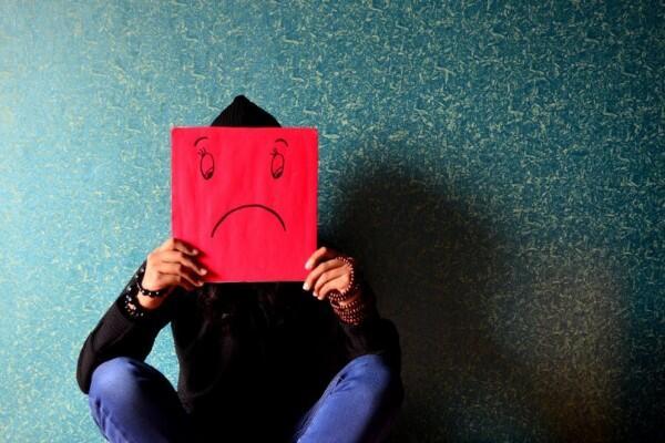 6 Tanda Kamu Sedang Menyembunyikan Kesedihan