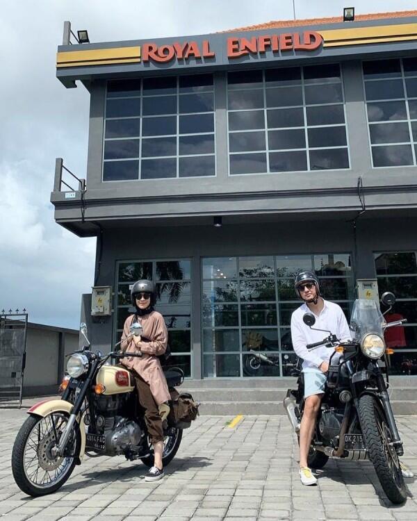 10 Potret Gahar Dian Ayu Kendarai Motor,Lady Biker Sejati!