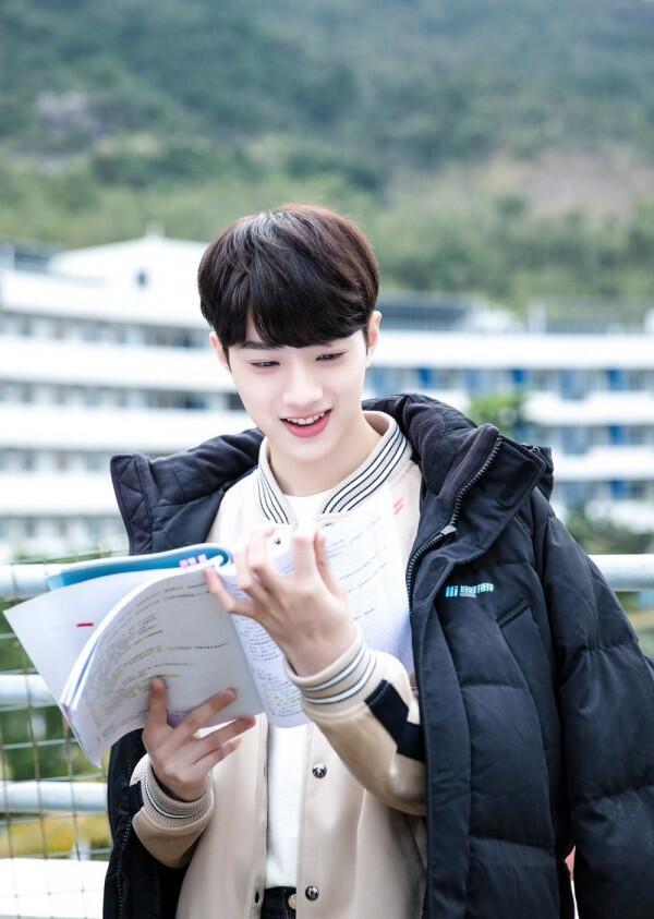 11 Potret Lai Kuanlin di CDrama First Love, Jadi Kakak Tingkat Idaman!