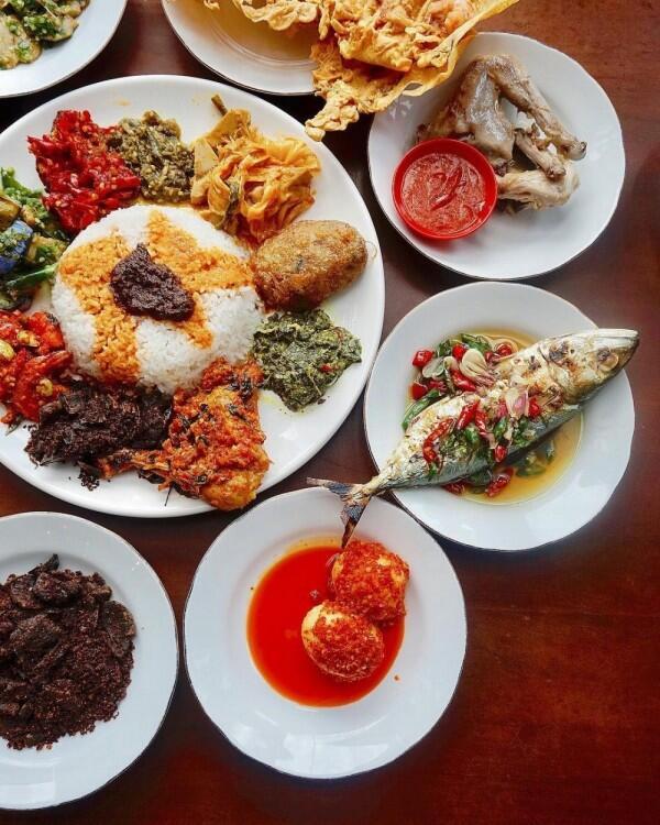 12 Rekomendasi Rumah Makan Padang Paling Enak di Jakarta