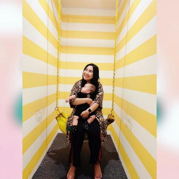 10 Potret Bahagia Keluarga Kecil Chikita Meidy yang Jauh dari Gosip