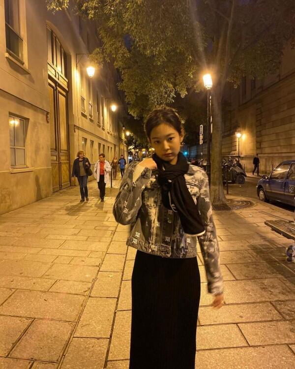 10 Potret Terbaru Jennie BLACKPINK yang Kian Menawan dan Fashionable!