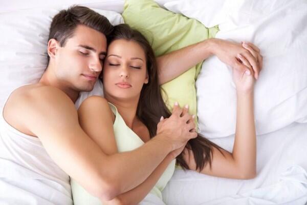 6 Foreplay Paling Nyaman yang Disukai Wanita, Apa Saja Ya?