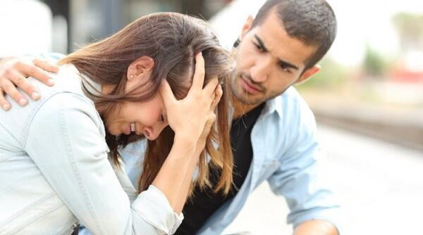 5 Cara agar Tidak Toxic Positivity Saat Menghibur Teman yang Sedih