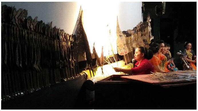 Wulan Sri Panjangmas, Dalang Wanita Yang Langka Dalam Seni Pertunjukan Wayang Kulit.