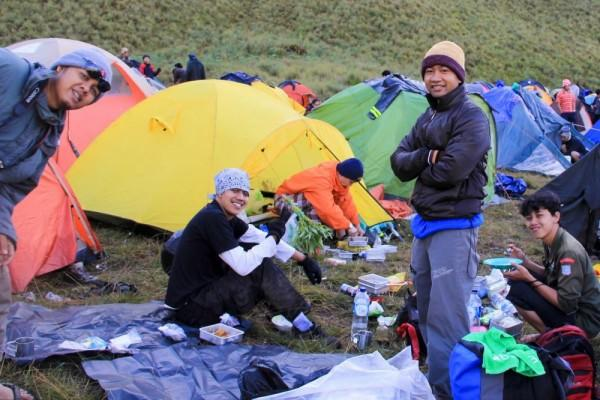 5 Hal Ini Patut Kamu Syukuri Jika Cowok Kamu Seorang Pendaki Sejati