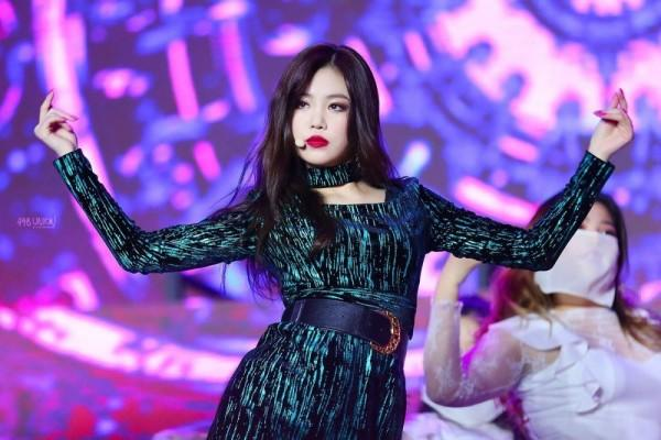 9 Potret Soo Jin, Member (G)I-DLE yang Stage Presence-nya Keren Parah!