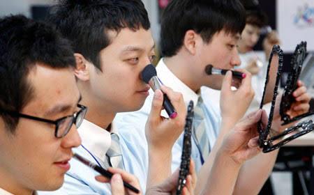 Cuma di Korea Selatan, Cowok Make Up dan Skincare-an Tuk Ganteng!