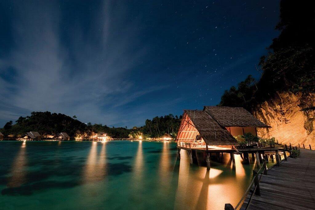 7 Tempat Indah di Indonesia Untuk Honeymoon