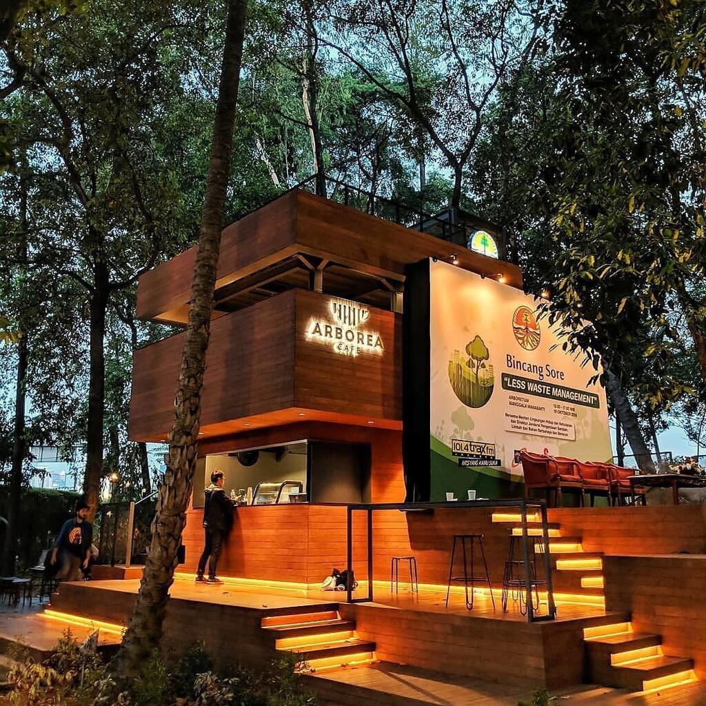 Bosan Dengan Hiruk Pikuk Jakarta ? Abrorea, Kafe Tengah Hutan Yang Patut Dikunjungi.