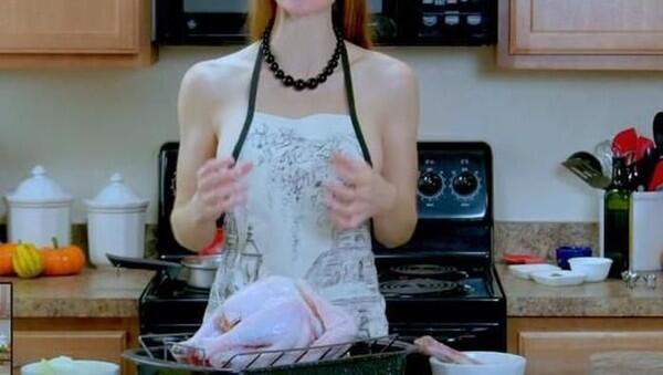Viral! Chef-chef Cantik Memasak Tanpa Menggunakan Busana, Ini Alasannya