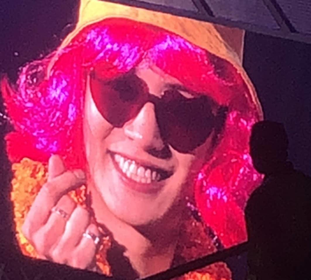 Ganteng dan Enggak Jaim, Idol Korea Ini Pakai Peci Miring, Netizen; Pengen Ngarungin!
