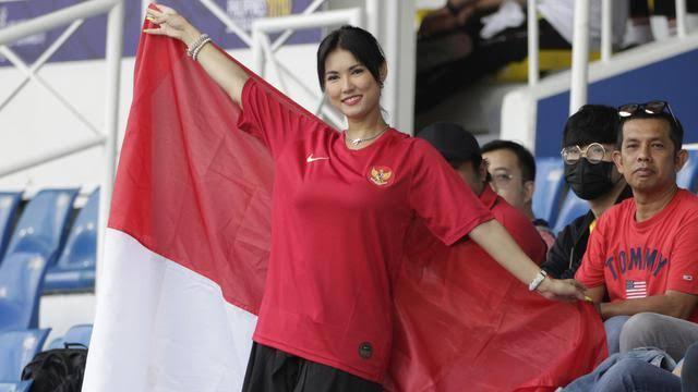 Maria Ozawa Pun Ikut Nonton Thailand vs Indonesia, Hasilnya Menang 2-0 Cuyy..