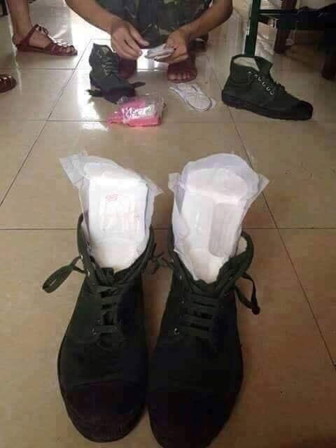 Inovasi Gokil Gan! Pria Ini Menggunakan Pembalut di Sepatu Agar Kakinya Tidak Lecet