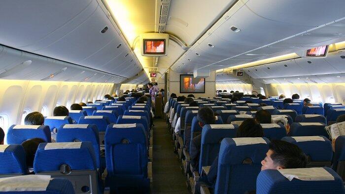 7 Fitur Rahasia Pesawat yang Tak Terlihat, Termasuk Tombol Darurat di Toilet
