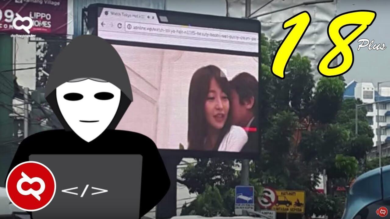 Aksi Konyol Para Hackers Nomer 2 Memutar Video Porno Di