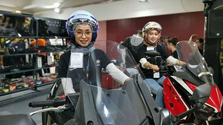 Helm untuk Hijabers Bikinan Cargloss, Sista Merapat!