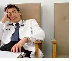 Tulisan Tangan Dokter Seperti Cakar Ayam? Ini Alasannya!