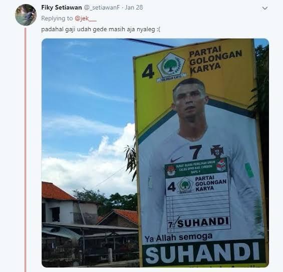 6 Spanduk Caleg Anti-mainstream Paling Kocak Saat Kampanye, No. 1 Gokil Banget