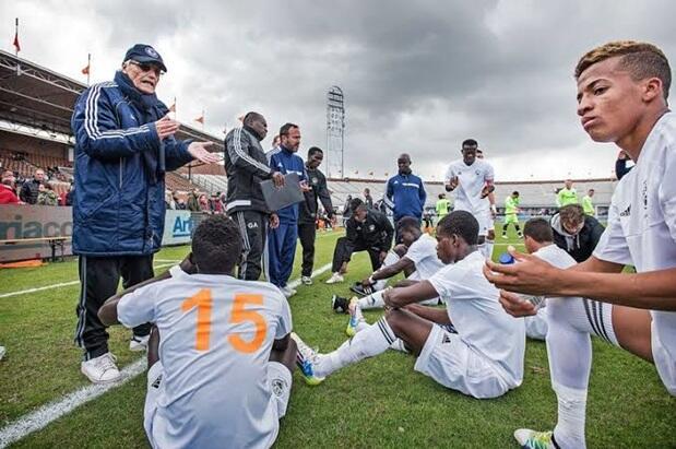 Piet de Visser : Sang Pencari Bakat Sepak Bola (Scout) Legendaris