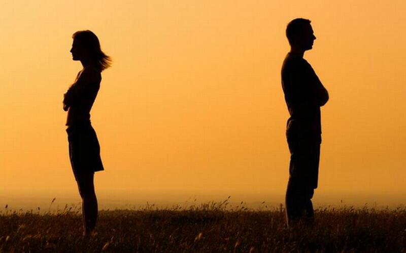 Galau: Gelisah antara Lanjut atau Udahan. Bijak Memutuskan, Tetap Tinggal atau Pergi?