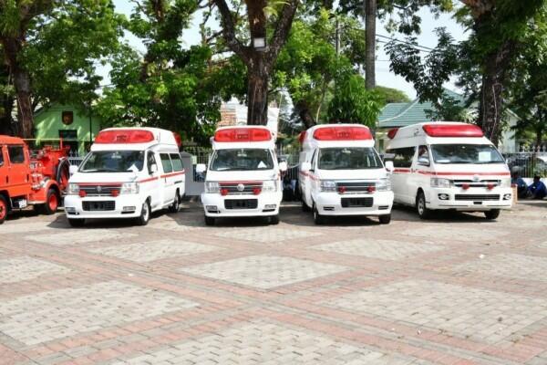 Viral, Sopir Ambulans Menangis Karena Tidak Diberi Jalan