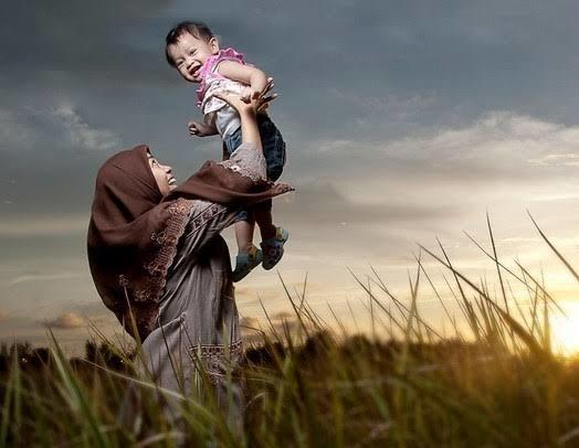 3 Kisah Ibu Pertaruhkan Nyawa Demi Selamatkan Anak Ini Bikin Mewek, Gan!