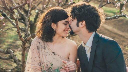 Terjebak dalam Pernikahan Tak Bahagia? Ini 4 Tandanya