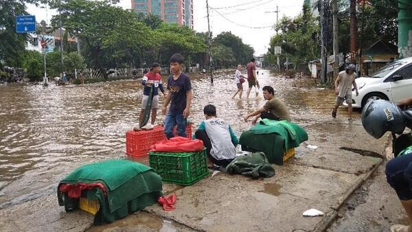 Jalan Daan Mogot Depan Green Garden Jakbar Masih Terendam Banjir