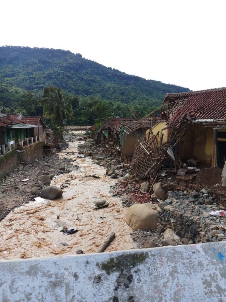 [FR] Penyaluran Bantuan Untuk Desa Lebak Gedong Bersama Zetizen Banten.