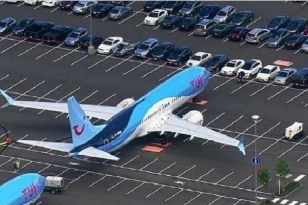 10 Kekonyolan Parkir Kendaraan Darat, Laut dan Udara! Ada Pesawat di Parkiran Mobil?