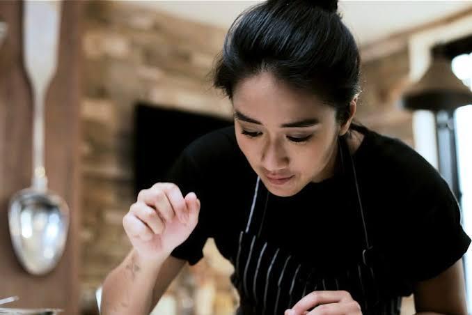 6 Pesona Karakter Chef Renatta Moeloek yang Dijamin Bakal Bikin Agan Klepek-klepek
