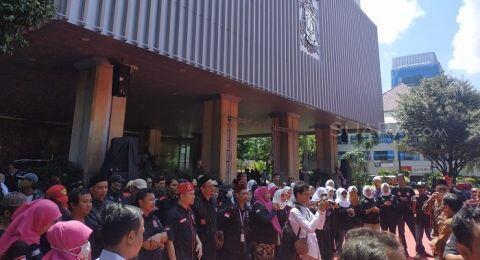 Anies Mau Digeruduk Abu Janda Cs, Massa Bang Japar Berjubel di Balai Kota