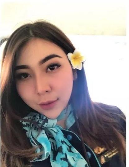 4 Potret Aduhai Pramugari Putri Melly yang Bikin Cowok Pengen Terbang Bareng!